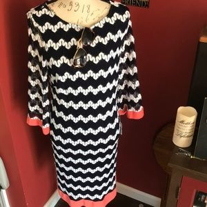 Super cute midi dress with great print